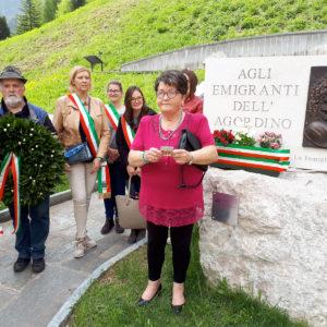 151. La Famiglia Ex emigranti dell'Agordino ha celebrato il primo anniversario del monumento all'emigrante presente a Cencenighe Agordino