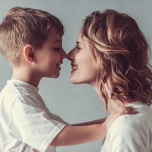 Mamma e figlio. Con quale lingua comunicano?