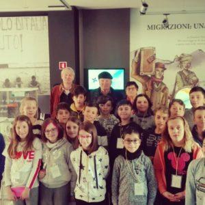 88. Al MiM Belluno – Museo interattivo delle Migrazioni i coniugi Cortina raccontano agli alunni della scuola primaria di Pieve d'Alpago la loro vita di emigranti