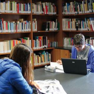 """10. Grande afflusso alla sala letture della Biblioteca delle migrazioni """"Dino Buzzati"""""""