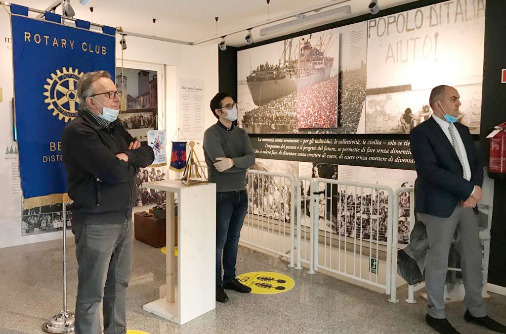 42. Il Rotary di Belluno regala al MiM Belluno – Museo interattivo delle Migrazioni – lampade e valige appartenuti a due emigranti bellunesi che lavorarono a Mattmark