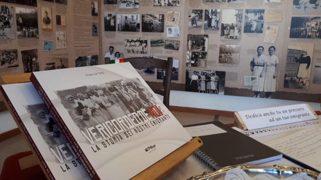 Un particolare della mostra fotografica di Giaon dedicata all'emigrazione.